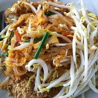 Photo taken at ศูนย์อาหารบัวขาว by Giftzy P. on 8/21/2012