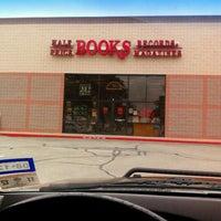 Photo prise au Half Price Books par Victor R. le12/16/2011