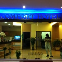 Photo taken at Comfort Hotel by Farizh E. on 6/20/2011