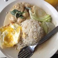 Photo taken at Restoran Hua Mui 华美茶餐室 by Sonny K. on 5/30/2012