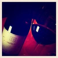 2/15/2012 tarihinde Charmaine V.ziyaretçi tarafından 694 Wine & Spirits'de çekilen fotoğraf
