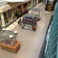 รูปภาพถ่ายที่ York Galleria Mall โดย Karl S. เมื่อ 9/1/2012