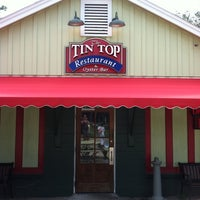Photo taken at Tin Top Restaurant & Oyster Bar by Bess C. on 8/10/2011