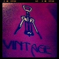 Foto tirada no(a) Vintage Wine Bar por Michael R. em 8/16/2012