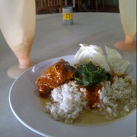Photo taken at Restoran Yus by Amymomo 9. on 8/28/2012
