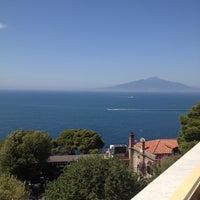 Foto scattata a Hotel Residence Miramare Sorrento da Ege il 6/17/2012