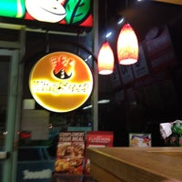 Photo taken at Pizza Hut by Freddy C. on 5/10/2012