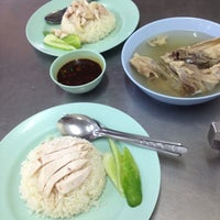 Photo taken at Kai Ton Pratunam (Go Arng) by tiggerping b. on 7/9/2012