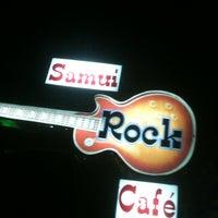 Photo taken at Samui Rock Cafe by Wowo W. on 4/15/2012