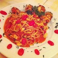 Photo taken at Pizzeria Limoncello by APRILIDER on 5/13/2012