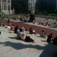 Foto tirada no(a) Low Steps - Columbia University por Emma S. em 3/19/2012