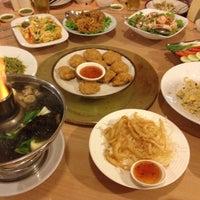 Photo taken at Je Ngor's Kitchen by Pongsakorn J. on 6/3/2012
