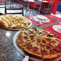 Foto tirada no(a) Domino's Pizza por Paulinha em 6/9/2012