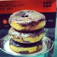 Photo taken at Mad Over Donuts by Karan G. on 6/15/2012