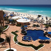 Photo taken at The Ritz-Carlton, Cancun by Sergio on 7/4/2012
