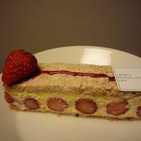 4/24/2012 tarihinde Yuki I.ziyaretçi tarafından pâtisserie Sadaharu AOKI paris 丸の内店'de çekilen fotoğraf