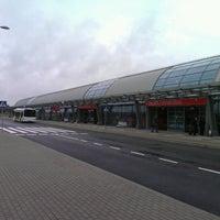 Foto diambil di Warsaw-Modlin Airport oleh Jan S. pada 7/17/2012