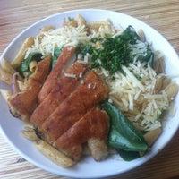 Photo prise au Noodles & Company par Tamarah C. le3/24/2012