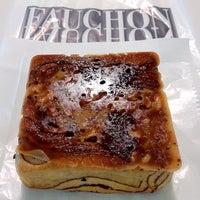 Photo taken at FAUCHON (フォション) 御殿場プレミアムアウトレット店 by Shigeto M. on 9/1/2012