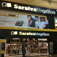 Das Foto wurde bei Saraiva MegaStore von Luisa C. am 6/5/2012 aufgenommen