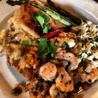 Foto tomada en La Parrilla Mexican Restaurant por Candyce P. el 6/8/2012