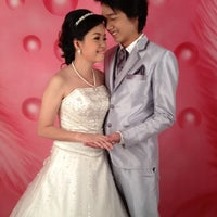 Photo taken at ร้านคุณน้อง Wedding & Studio มหาชัย สมุทรสาคร by iSapphawat on 7/8/2012