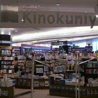 6/17/2012にKanokchai C.が紀伊國屋書店で撮った写真
