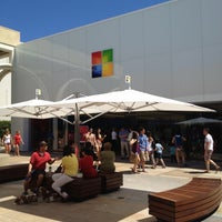 Foto tirada no(a) Microsoft Store por buchoy m. em 4/21/2012