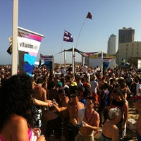Photo taken at vitaminwater® spring break 2012 @ Coca-Cola Beach by Robert M. on 3/14/2012