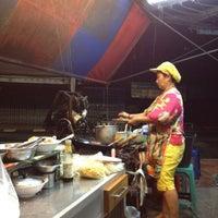 Photo taken at เจ้หมวย อาหารตามสั่ง by Aum N. on 6/5/2012