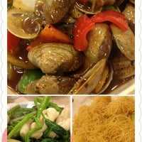 Photo taken at Kei Heung Chicken 奇香雞飯店 by Anne S. on 7/14/2012