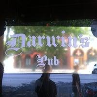 รูปภาพถ่ายที่ Darwin's Pub โดย Brandon A. เมื่อ 7/16/2012