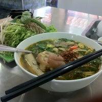 Photo taken at Bún Bò Huế (40 Nguyễn Đình Chiểu, Phường 3, Quận Phú Nhuận) by Tony T. on 4/1/2012