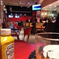 Foto tirada no(a) Garage Burger por Rê .. em 5/7/2012