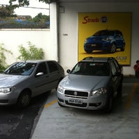Foto tirada no(a) Strada Veículos por Tiago L. em 12/16/2011
