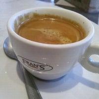 Foto tomada en Fran's Café por Gil B. el 11/14/2011