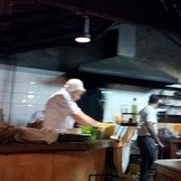 Photo taken at Roda Viva Pizzaria by Carlos Sussumi I. on 7/25/2012