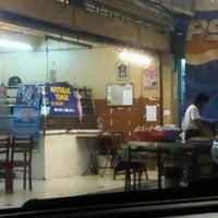 Photo taken at (Restoran Rafi) Murtabak Tomok Kg. Melayu by Hazirah A. on 7/20/2012