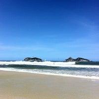 Foto tirada no(a) Praia do Pepê por Cris M. em 3/6/2012