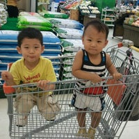 Photo taken at emart by 아름 김. on 9/17/2011
