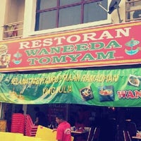 Photo taken at Restoran Waneeda Tomyam by Harryzan H. on 7/30/2012