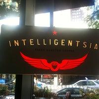 Das Foto wurde bei Intelligentsia Coffee von Elle M. am 9/3/2012 aufgenommen