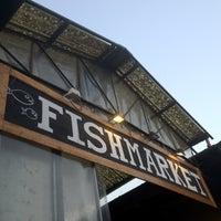 Foto scattata a Fish Market da naracauliz il 7/27/2012