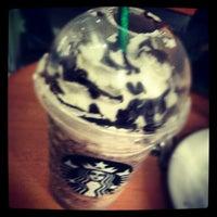 Foto tirada no(a) Starbucks por Bruce #. em 7/14/2012