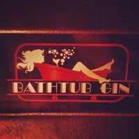 Das Foto wurde bei Bathtub Gin von Montana T. am 5/4/2012 aufgenommen
