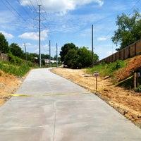 5/19/2012 tarihinde Angel P.ziyaretçi tarafından Atlanta BeltLine Corridor under Virginia Ave'de çekilen fotoğraf