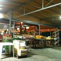 Foto tirada no(a) Frutas Rondon por Danielle N. em 5/13/2012