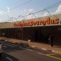Foto tirada no(a) Bar & Mercearia do Freitas (Coxinhas Douradas) por Fabio F. em 9/27/2011