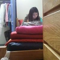 Das Foto wurde bei NYU Founders Residence Hall von Lauren L. am 9/10/2011 aufgenommen