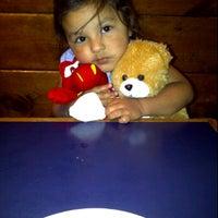 Foto tomada en La Val's Pizza por Mari M. el 9/3/2011